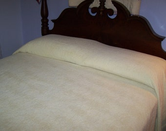 Vintage Chenille Bedspread, Pale Yellow, Mid-Century, Full Queen Size, Wave Pattern, Very Nice