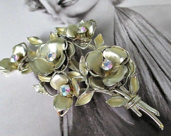 FaBuLouS ViNTaGe CoRo GoLD FLoRaL PiN with RHiNeSToNeS