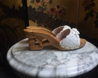 1970's Wooden Wedges / Souvenir Shoes / Cream Crochet Sandals / Size 7 Sliders