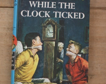 vintage hardy boy mystery while the clock ticked  1962