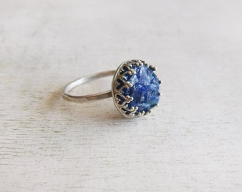 Crashed sodalite ring, sterling silver ring, crown bezel ring, blue sodalite ring, blue silver ring, round silver ring, hammered band ring