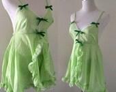 Vintage 1960s green pegnoir lingerie nightwear set - unworn - small