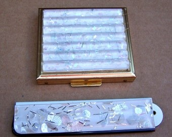 Vintage powder compact and folding comb set white silver confetti lucite unused 1960s (AAB)