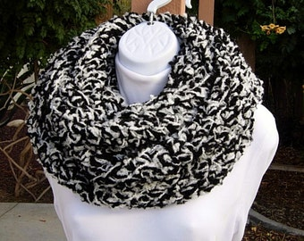 READY To SHIP Extra Large Bulky Infinity Scarf, OOAK Loop Cowl, Black Off White Soft Chunky Thick Wide Long Boucle Crochet Knit Winter Wrap