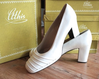 Vintage 1950s Platform Heels // 50s White Leather Peep Toe Chunky Heeled Pumps // NOS