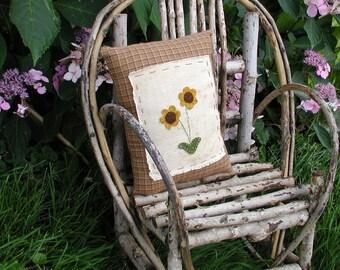 Golden Daisies Pillow Primitive Daisy pillow