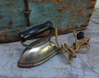 Vintage Antique Dover Boudoir Working Clothes Iron With Rest
