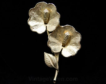 Exotic Lilypad Brooch - Goldtone Metal - 1950s - 1960s - Beautiful Textures - Lily Pads - Fantastical Flowers - Classic Lapel Pin - 44315