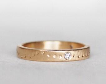 Diamond Shoreline Wedding Band - 3mm 14k Gold Ring - Three diamond Band - Eco-Friendly Recycled Gold