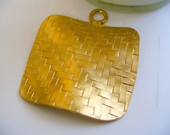 2 inches Gold Plated Pendant weaved square