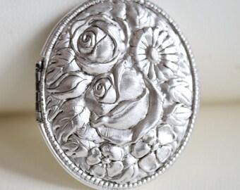 Locket,Necklace,Jewelry,Large Flower Oval Silver Locket, Locket,Flower Locket,Wedding Necklace,bridesmaid necklace