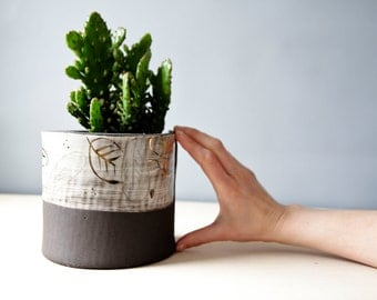 meduim succulent planter, ceramic planter, black pottery planter, modern feathers design, gift for home, gift for plant lovers, gardeners
