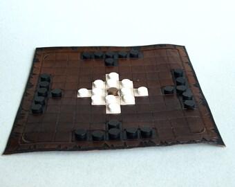 Leather board game – hnefatafl