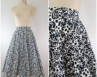 Vintage 1950s Circle Skirt / Cotton Novelty Print Skirt / Black and White Swirly Paisley / XS