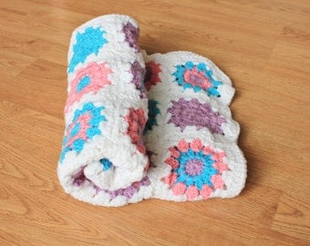 Baby Afghan Granny Square by Knittin' Around Lady