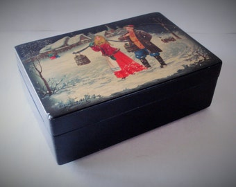 Vintage Russian Fedoskino Hand Painted Author Signed Lacquered Trinket Box.