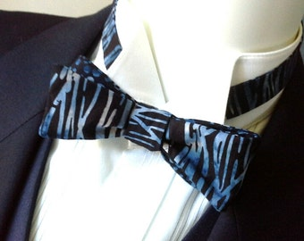 bowtie in black and blue  cotton batik fabric, skinny style, self tie bow tie, freestyle, ships worldwide from Bagzetoile - gifts for men