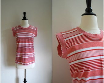 Vintage stretchy retro red and white striped tank with scalloped edges / boho top / old school red and white cropped sleeveless shirt