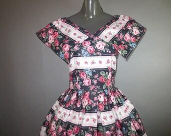"""1960's Cotton Dress LANZ Original  // Big collar, Full Skirt, Back Zipper...28-29"""" waist"""