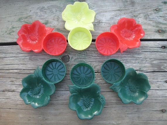 Set of 6 Hibiscus Flower Snack Coaster Plastic Dishes made by Hofmann Industries