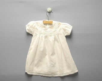 Vintage Baby Clothes, 1940's Handmade White Embroidered Lace Baby Girl Dress, Vintage Baby Dress, White Baby Dress, Size 6 Months