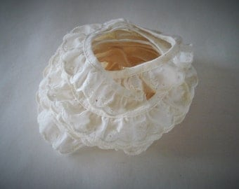 """Off White Cotton Gathered Ruffled Scalloped Embroidery Eyelet Trim 1"""" wide."""
