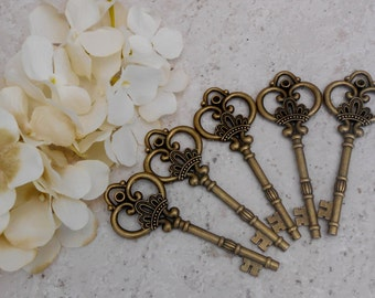 Vintage Style Antique Bronze Metal Crown Key Charm / Metal Keys / Craft Supplies / Jewelry Making / Key Charms