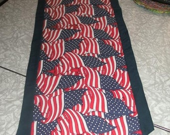 Sale-Tabe Runner with American Flag (reversible)