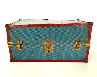 Vintage doll's trunk / wardrobe