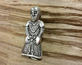 The Revinge-Woman, Silver maiden pendant