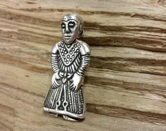 The Revinge-Woman, Silver maiden pendant