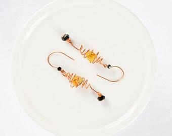 Copper Wire Earrings, Wire Earring Design, Green Copper Drop, Black Dangle, Glass Bead Earrings, Wire Work Designs, Homemade Earring, Cute