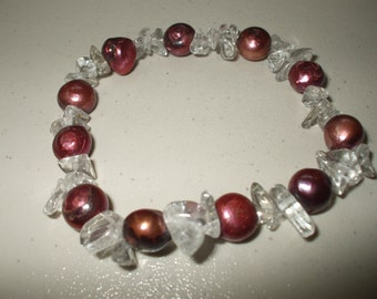 Pearl bracelet with ice flakes.