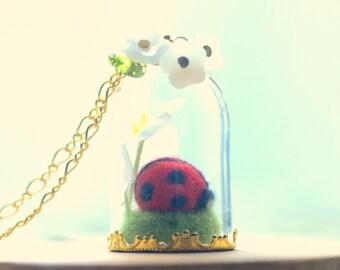 Terrarium necklace, ladybug jewelry, needle felted ladybug in glass dome necklace, ladybug flower pendant, whimsical jewelry, gift under 20