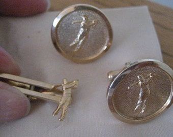 Vintage mens gold tie bar and cuff links.  Golf.
