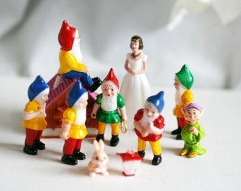 Vintage Snow White and 7 Dwarfs, Cake Topper, Vintage Cake Decorations, Vintage Disney Snow White Cup Cake Decorations.