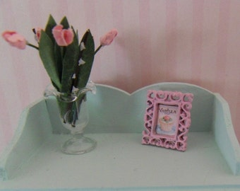 Metal frame with cupcake motif