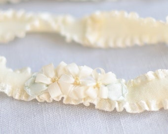 Ivory Floral Garter Set, Wedding Garter Set, Thin Garters with Ivory Flowers, Bridal Garter, Lace Garter, Wedding Garter, Floral Garters