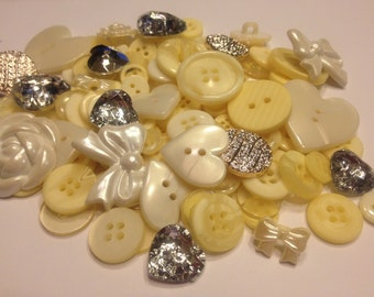 25 piece pale yellow and more button mix, 8-25 mm (B8)