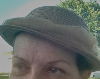 An Austelle Fashion,  Mid-Century  Beige Straw  Hat