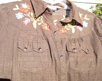 Beautiful Vintage Black Short-Sleeve Embroidered Cowgirl Shirt by Roper: Size M