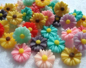 13mm Resin Daisy Cabochons, Pack of 25 Mixed Colours Flatback Embellishments, CAB02