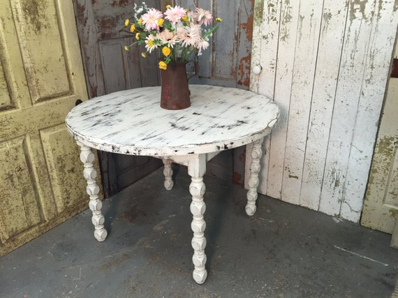 round white dining table rustic country decor country chic wedding