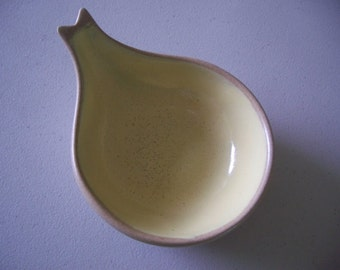 FREE U.S. SHIPPING--Mid-Century Pigeon Forge Pottery Yellow Spoon Rest