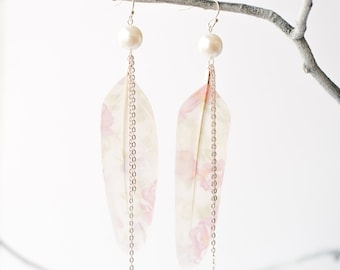 Feather earrings with flowers and pearls