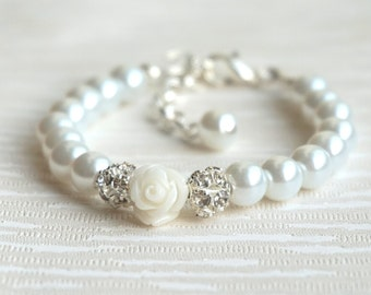 Flower girl bracelet White rose bracelet Pearl flower girl bracelet White flower girl bracelet Baby bracelet Pearl bracelet Child bracelet