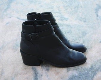 Black Leather Ankle Boots | 6.5 US / 37 Eur / 4.5 UK | Womens | 90s | Minimal | Hipster | Chelsea | Booties | Buckle