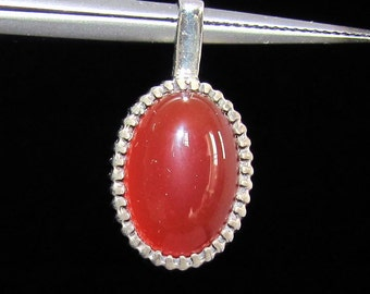 sterling silver gemstone pendant with a orange red oval shaped carnelian marked 925 (GP396)