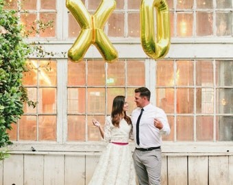"34"" Gold XO Mylar Balloon Set - Engagement Photos / Wedding Shower"
