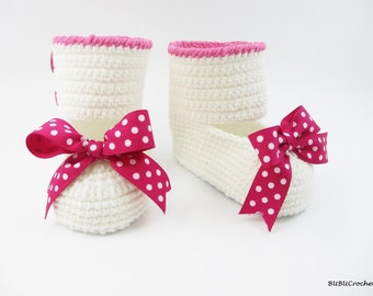 White Crochet Baby Booties with Bows, Crochet baby shoes, Baby crochet Boots, Newborn and Infant Booties, Boots for babies, Baby shower gift